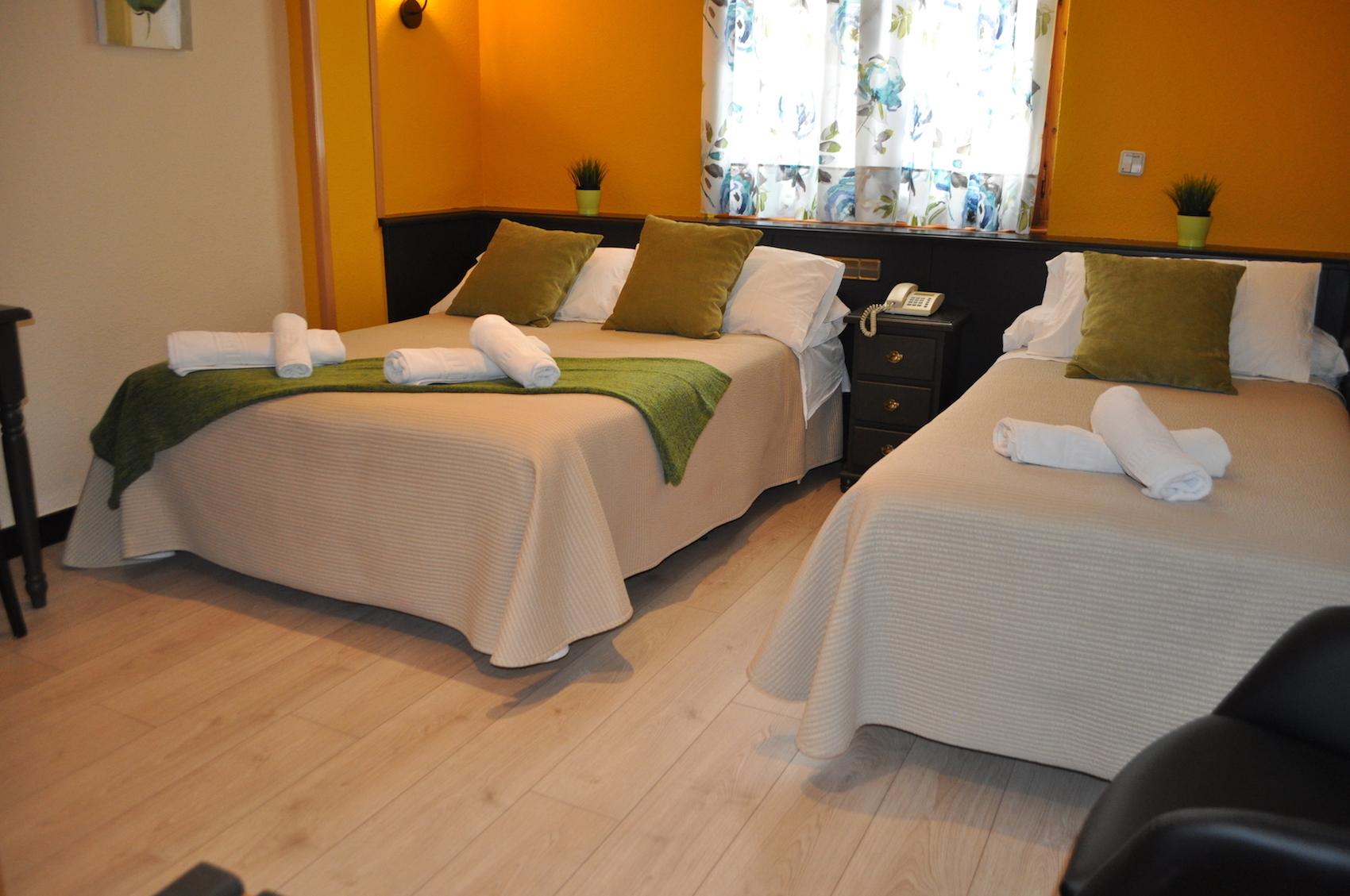 Chambre Double Standard (2 Adultes + 1 Enfant) Hotel Sanchez Ainsa
